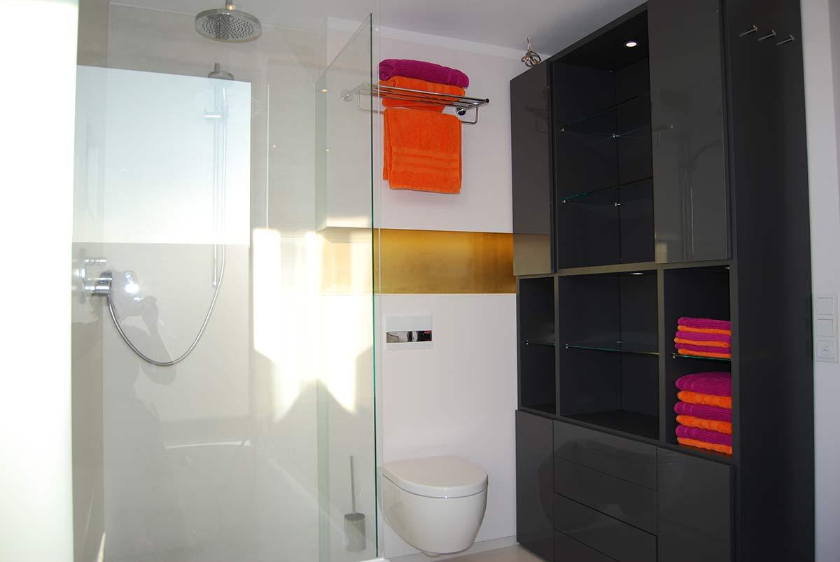 warme optik und nat rliche akzente holz im badezimmer. Black Bedroom Furniture Sets. Home Design Ideas