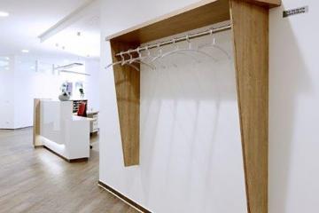 Garderobe in der Arztpraxis im Lindenhof, Altenberge.