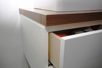 Schubladenschrank aus Holz. Detail.